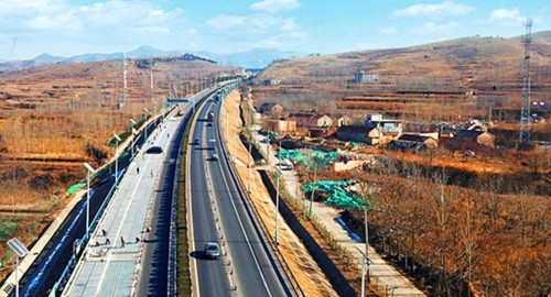 New 1 km solar road opens in Jinan, China
